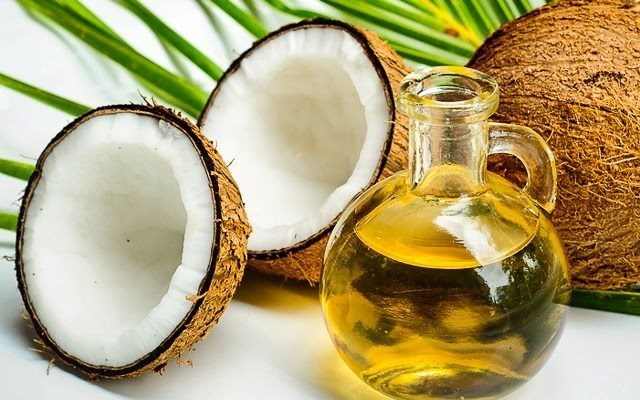 Coconut Oil and Fat Loss – Real or Hype?