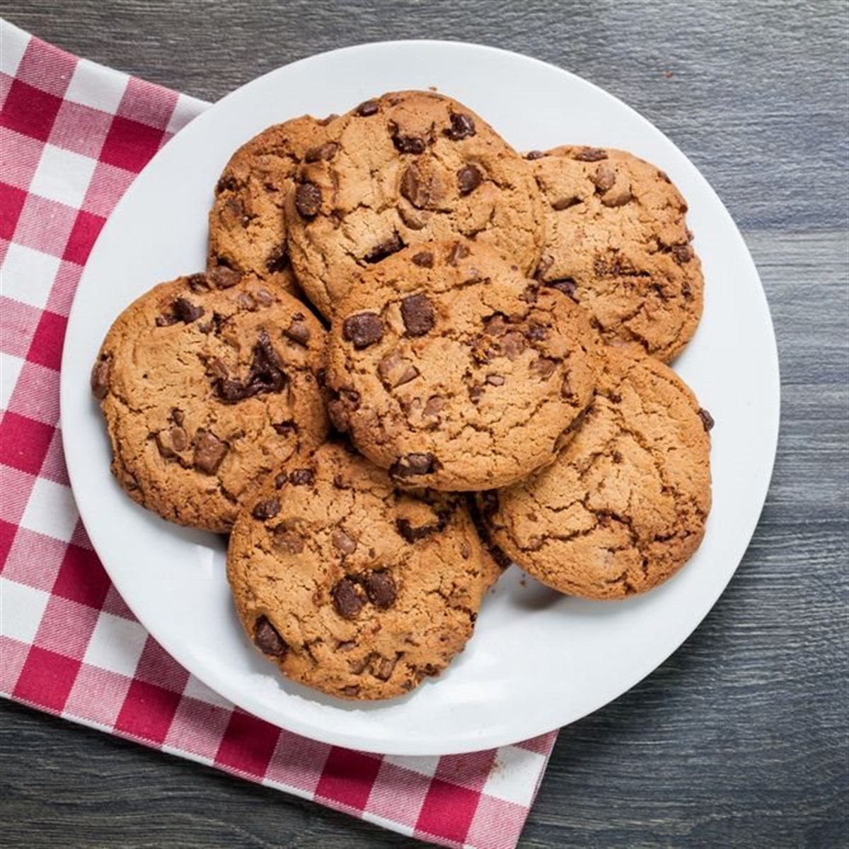 how to bake chocolate chip cookies essay How to make chewy chocolate chip cookies chocolate chip cookies are considered by some to be one of the best types of cookies around if you're looking for a chewy cookie rather than a crunchy one, you will love the cookies made following.