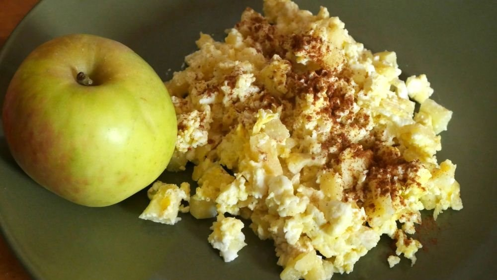 Apple Egg Scramble
